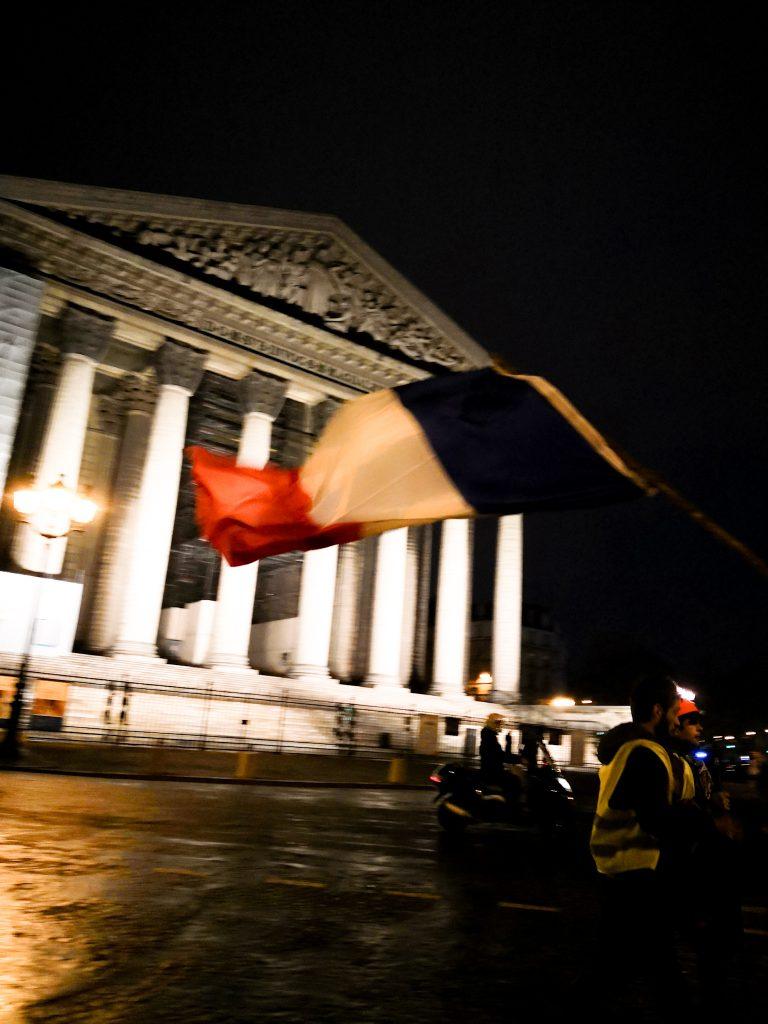 Dos madrileñas, París y 'los de amarillo'